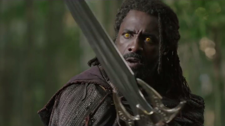 3) Ano, takhle vypadá Heimdall (Idris Elba) bez obří žluté helmy! Fandové spekulují o tom, že má něco společného s šestým (a posledním!) Kamenem nekonečna, který uvězňuje duše.