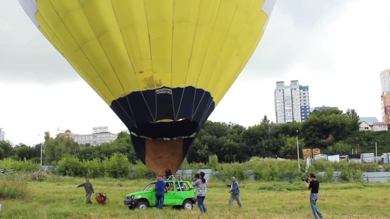 Létající auto? Stačí ho přidělat k balónu.