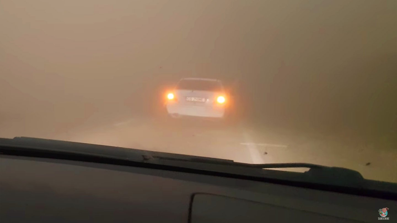 Bouře prachu v Rumunsku udělala ze dne noc.