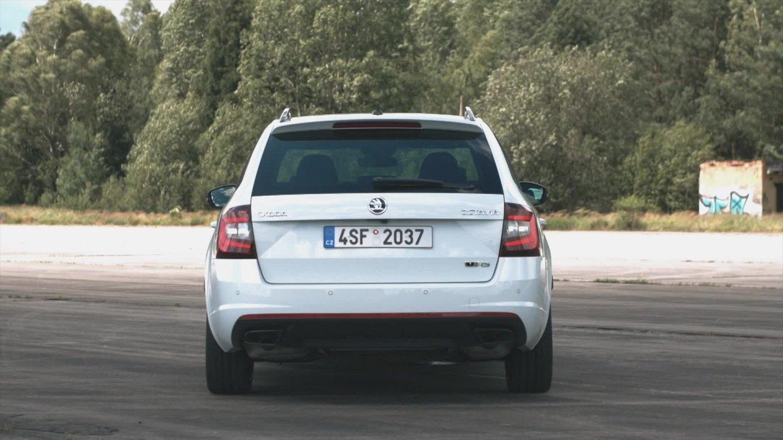 Prohlédněte si novou Škodu Octavii RS 245 v pohybu