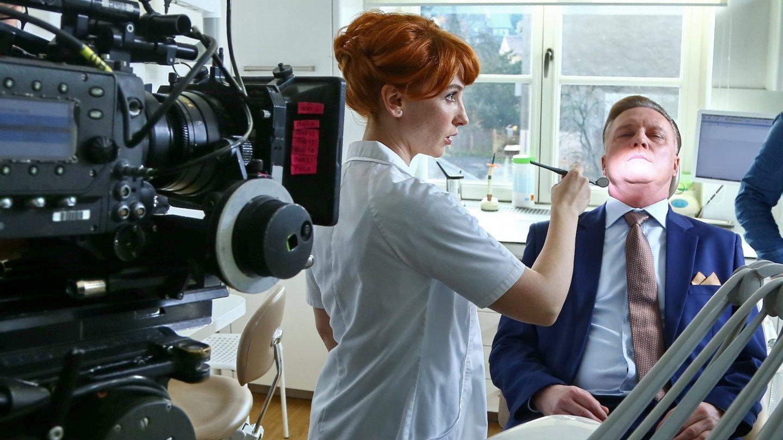 Vica Kerekes se objeví v Kapitánovi Exnerovi jako zubařka MUDr. Gabriela Steinová