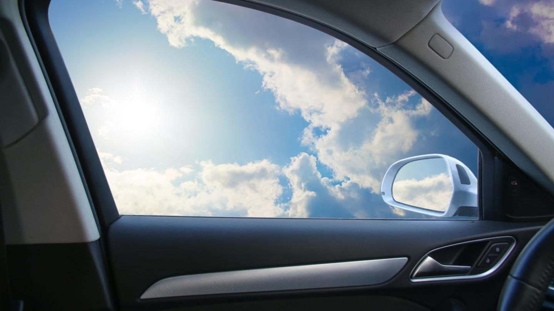 Za otevřená okna u auta hrozí pokuta