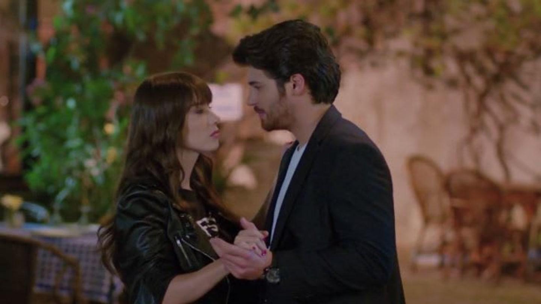 První polibek randění