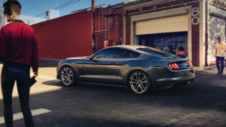 Ford Mustang bude ve městě díky nové funkci nenápadně tichý.