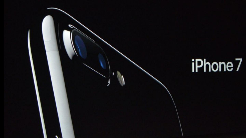 iPhone v nové černé lesklé úpravě