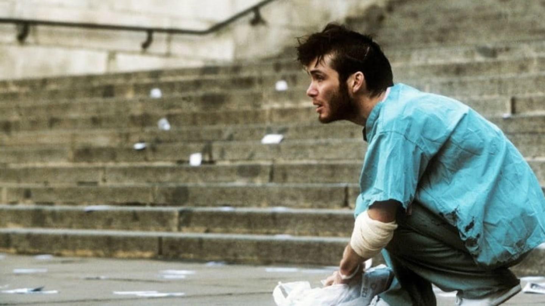 7) 28 dní poté (2002) - Ve světě vypukla nákaza a mladík Jim (Cillian Murphy) se po probuzení z kómatu ocitá zcela sám.