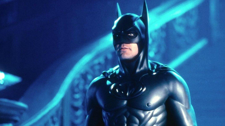 George Clooney (Batman & Robin) - Jen málokterý komiksový film byl tak špatně přijatý, jako Batman & Robin. A není se čemu divit, tenhle bizár se nepovedl a bradavky na Batmanově obleku to potvrzují. Není divu, že se za něj Clooney stydí.