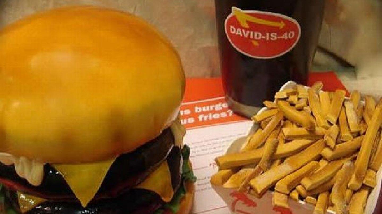 Báječné dorty: Hamburger z karamelu, kdo so dá?