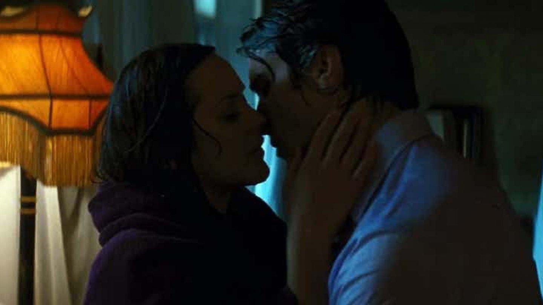 7) Bruce se vyspí se špatnou dívkou (Temný rytíř povstává)