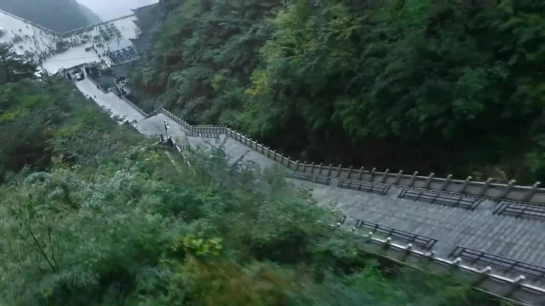 Výjezd Range Roveru až k nebeské bráně v Číně