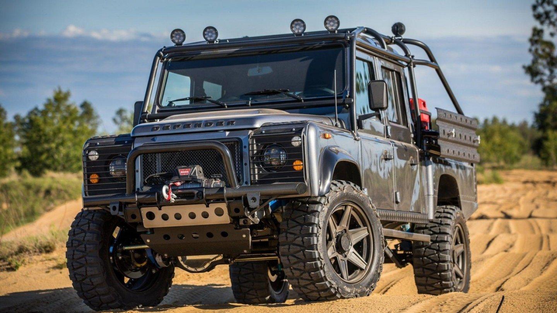 Land Rover Defender dotažený do posledního detailu.