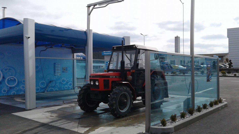 Myčku na traktory a nákladní auta brzy doplní nejvyšší myčka v ČR, kam se vejdou auta i s čtyřmetrovou výškou