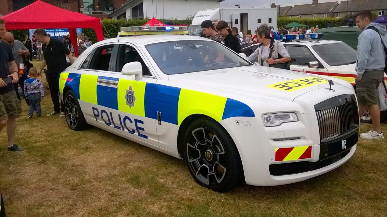 Rolls-Royce s majáky se jen tak nevidí.