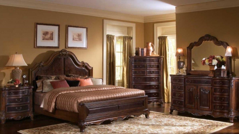 Punc luxusu, velká postel, minimum nábytku – ideální ložnice lva. FOTO: interiorphotography.us
