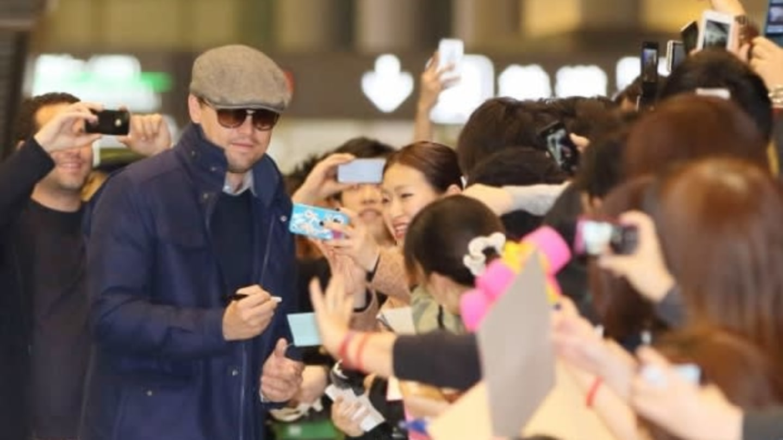 DiCaprio v zajetí svých četných fanynek