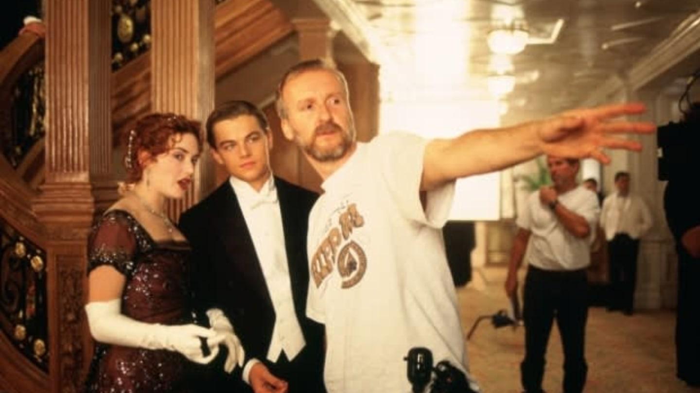 S Kate Winslet a režisérem Jamesem Cameronem při natáčení Titanicu