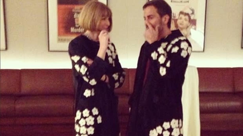 Šéfredaktorka Anna Wintour a návrhář Marc Jacobs se svému módnímu trapasu zasmáli