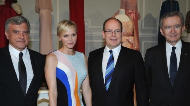Prezident módního domu Christian Dior Sidney Toledano, monacká princezna Charlene, monacký princ Albert II¨. a miliardář Bernard Arnault (zleva)