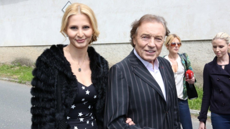 Ivana a Karel Gottovi byli rovněž mezi pozvanými