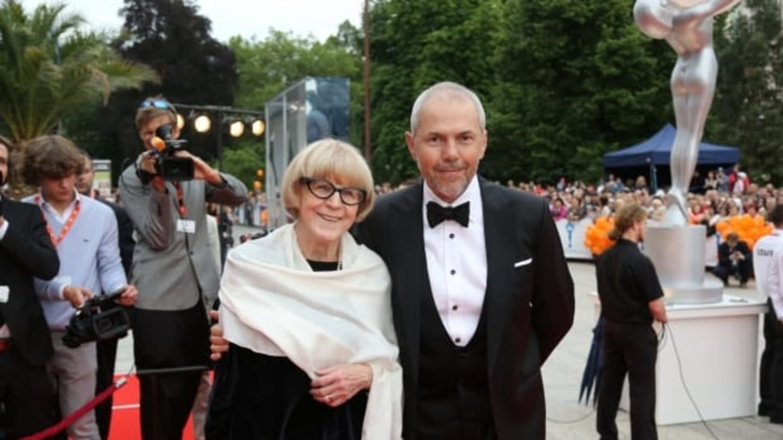 Tradiční postavy filmového festivalu v Karlových Varech: Programová ředitelka Eva Zaoralová a moderátor Marek Eben