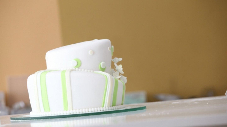 Oba díly dortu jsou už sesazeny