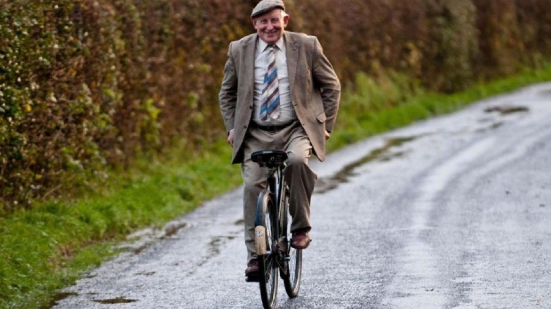 Už 70 led jezdí na kole...pozpátku