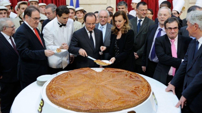 Elysejského paláce se krize netýká. Když koláč, tak jedině obří.