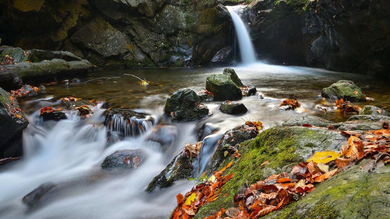 Podzimní vodopády objektivem Jiřího Doležala - Nýznerovský vodopád v diagonále