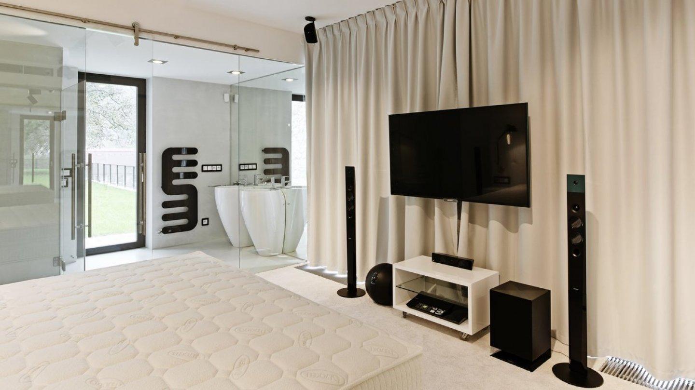 Koupelna navazuje na ložnici