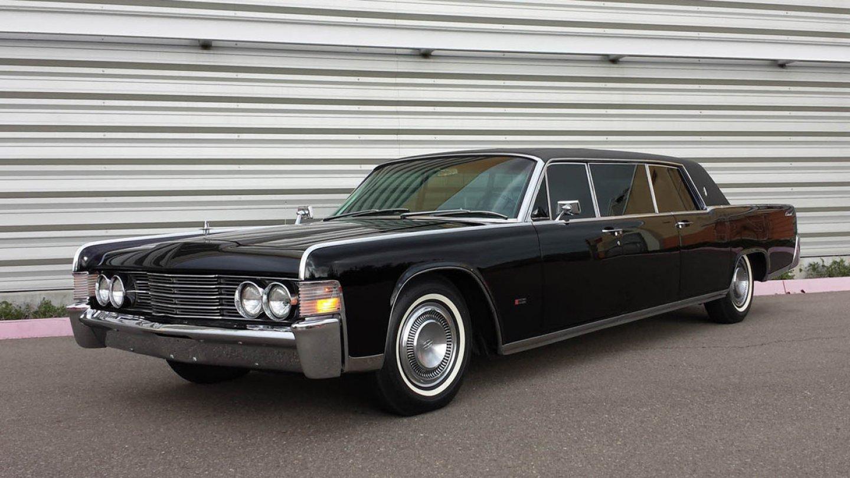 Upravený Lincoln Continental od Lehmann-Peterson lákal celebrity i politiky.