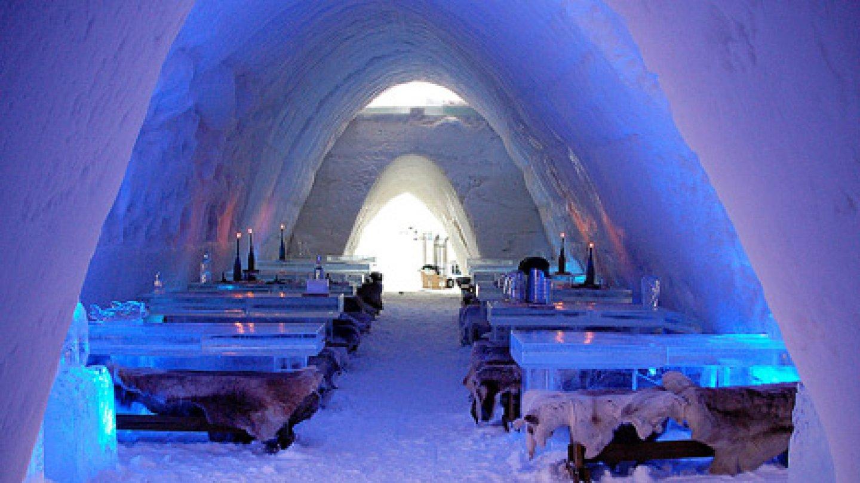 Restaurace pro otužilce ve Finsku je otevřena pouze v zimě. V létě celá roztaje a pak se staví opět znovu