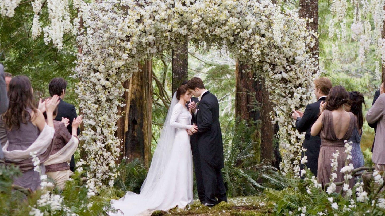 Upíří Twilight – krásná svatba a hlavně Bella v neuvěřitelných šatech