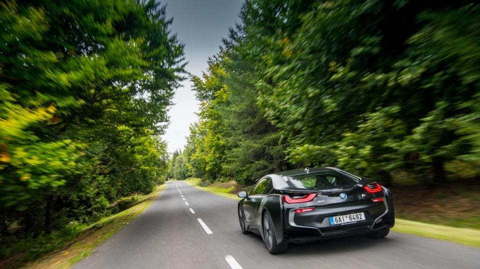 Provětrali jsme hybridní BMW i8 v edici Protonic Frozen. 2