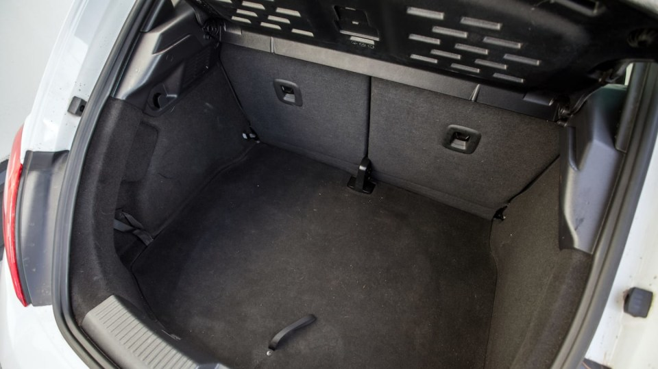 Volkswagen Beetle 1.2 TSI interiér 3
