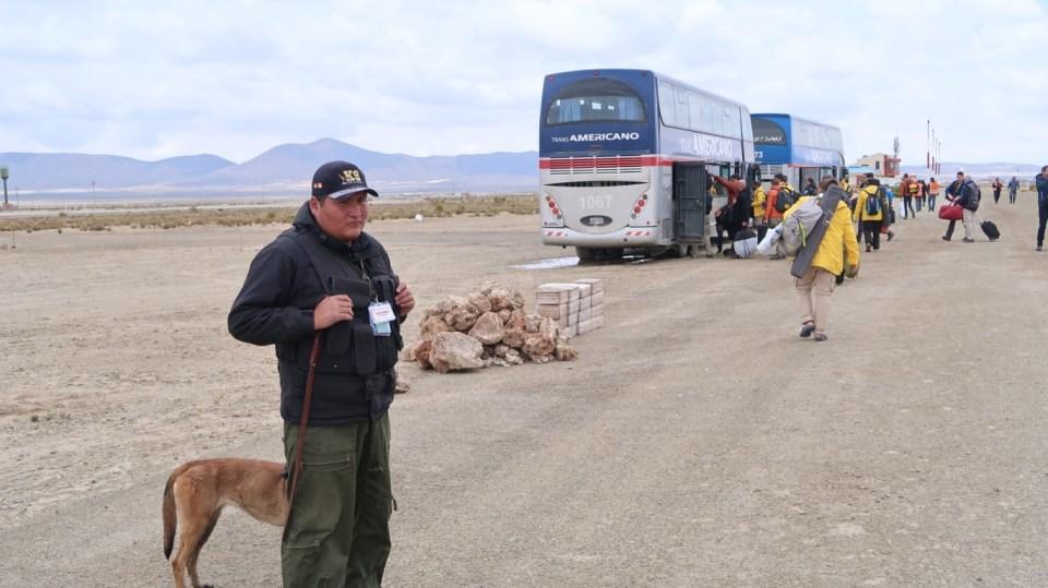Přesun mezi bivaky zajišťují i autobusy