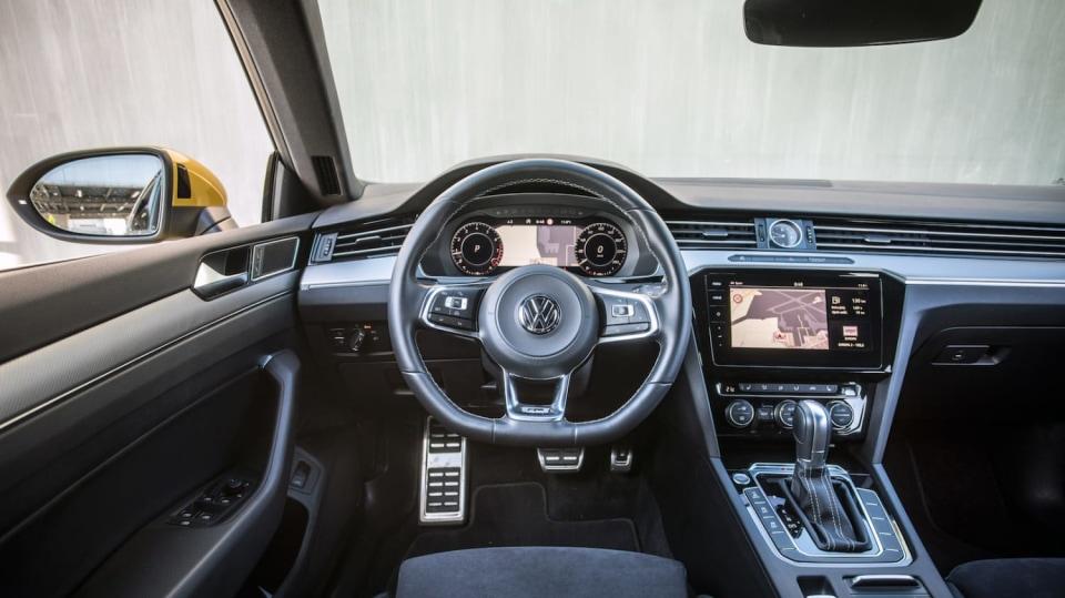 Volkswagen Arteon R-Line 2.0 TSI interiér 9
