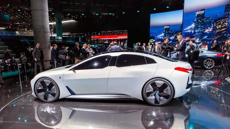Působivé koncepty BMW na stánku ve Frankfurtu 25