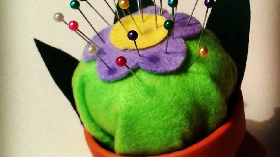 Jak udělat rozkvetlou postýlku pro jehly a špendlíky 1