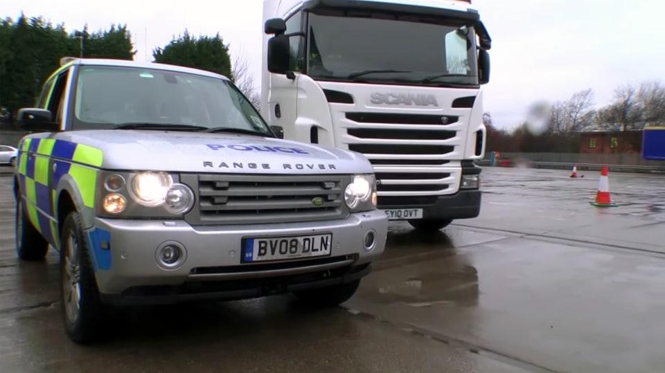 Řidiče kamionů hlídají maskované policejní tahače 7