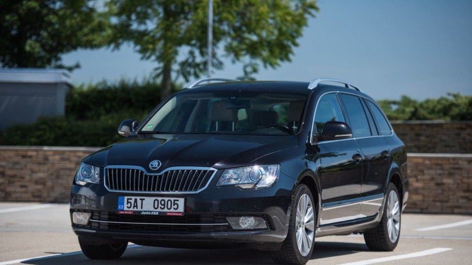 Škoda Superb Combi 2014 1