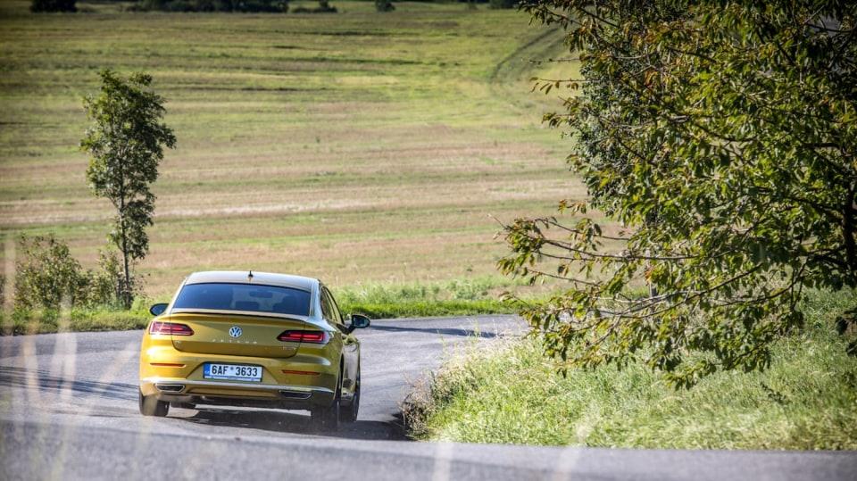 Volkswagen Arteon R-Line 2.0 TSI jízda 12