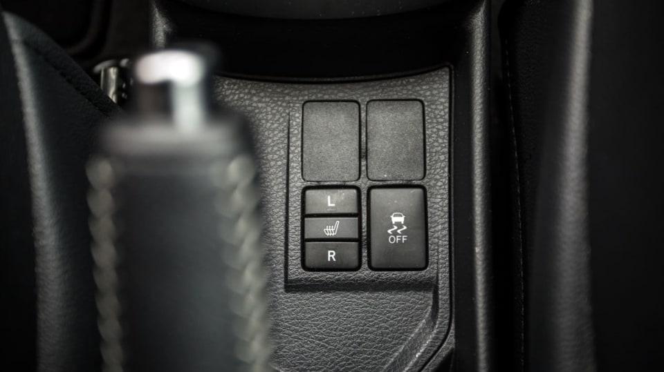 Toyota Yaris 1.5 VVT-iE interiér 12