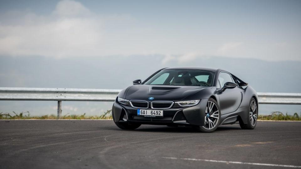 BMW i8 Protonic Frozen v matně černém laku. 3