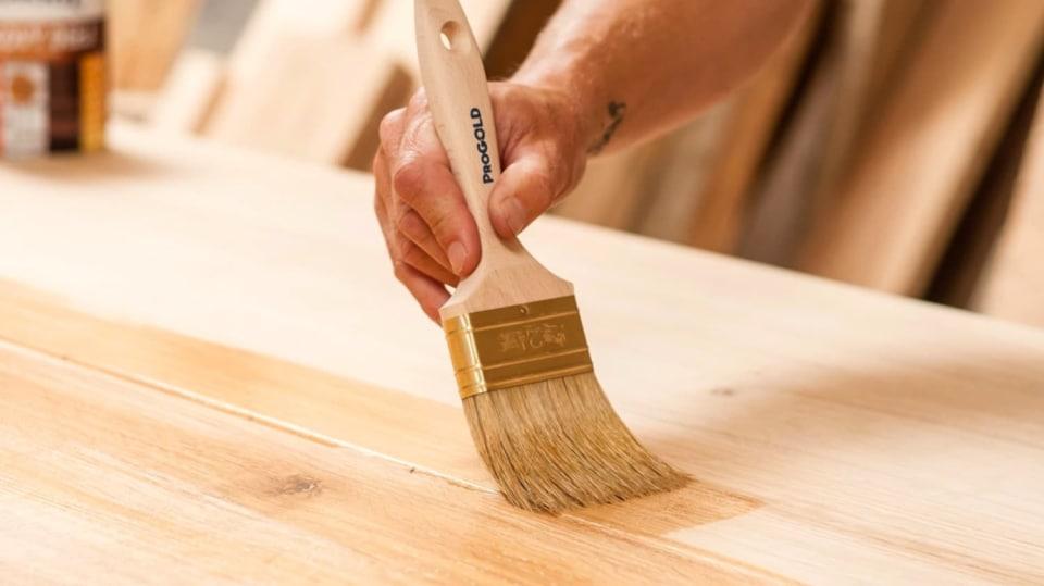 Vhodný nátěr zvýrazní přirozenou krásu dřeva