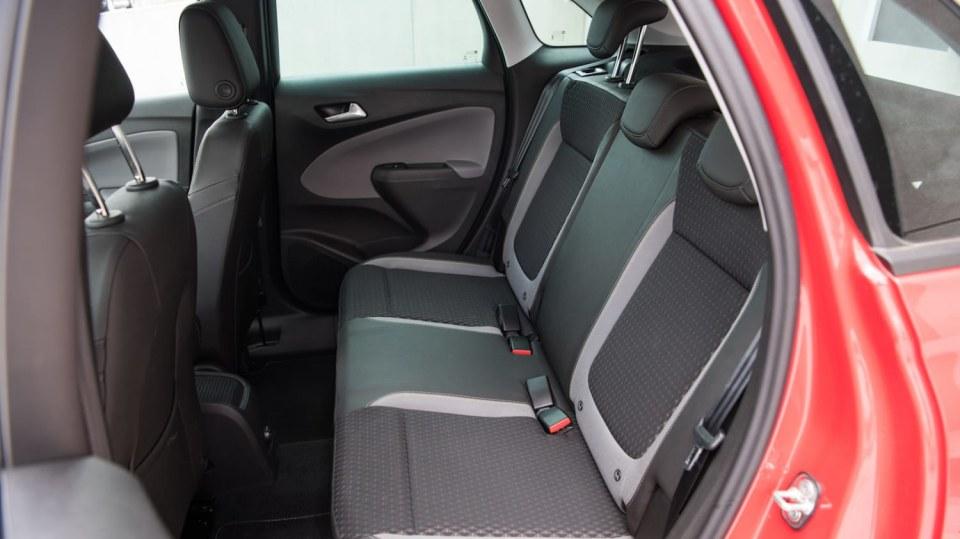 Opel Crossland X interiér 12