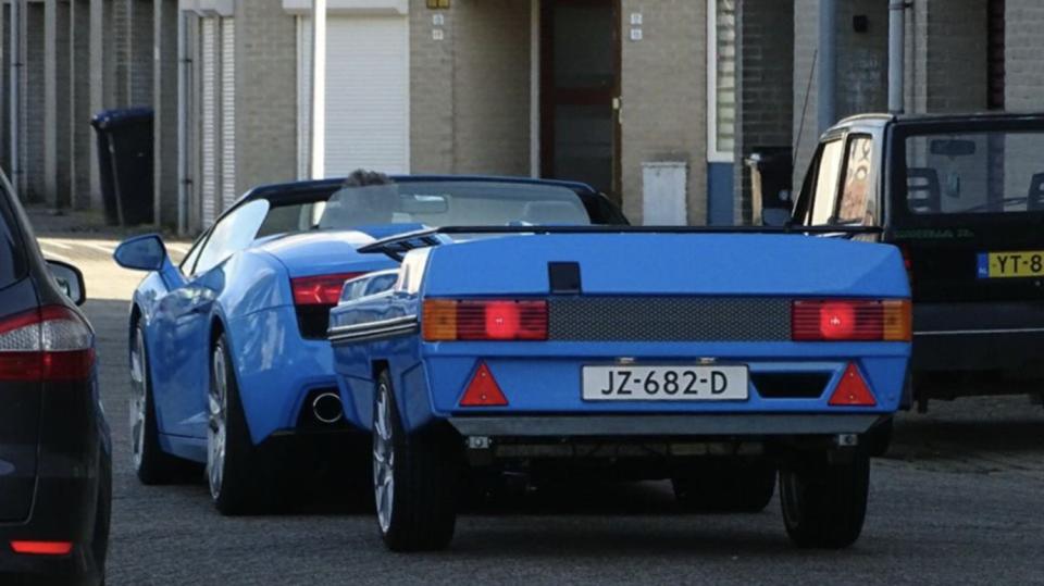 Lamborghini Gallardo s přívěsem 2