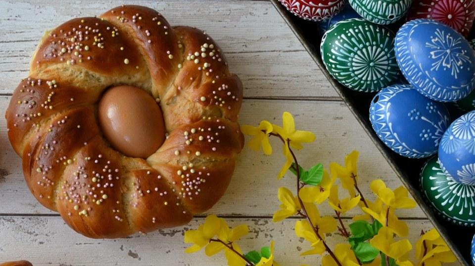 Velikonoční pečení: Kynuté věnce a věnečky