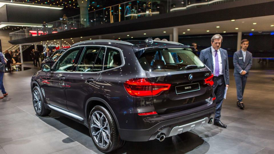 Novinky BMW na stánku ve Frankfurtu. 20