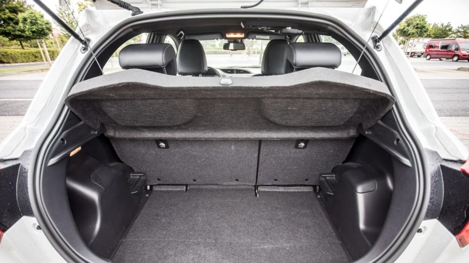 Toyota Yaris 1.5 VVT-iE interiér 1