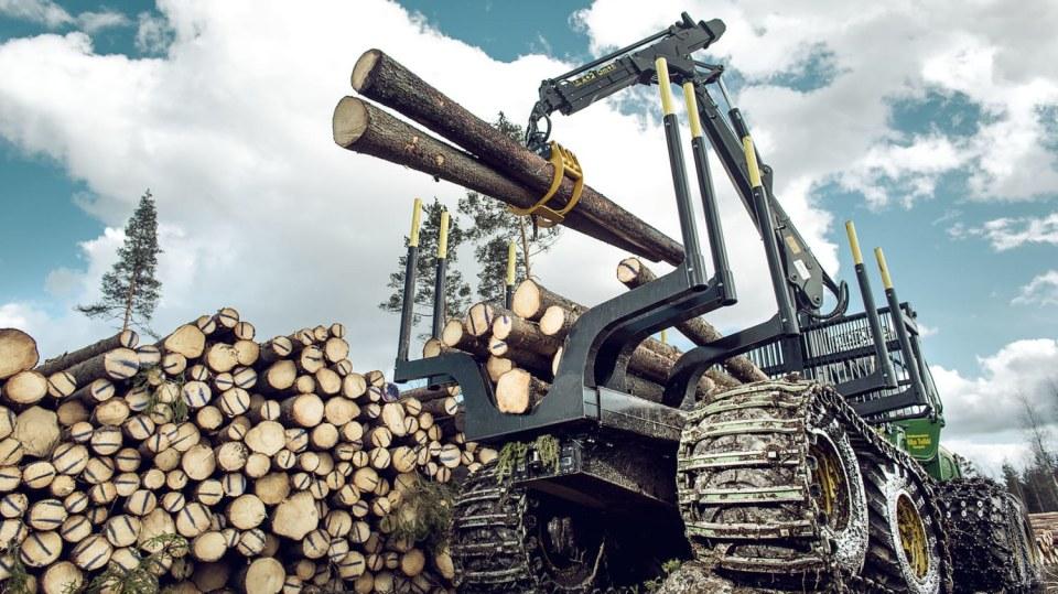 Působivá technika pro lesní těžbu. Většinou obouvá Nokiany. 5
